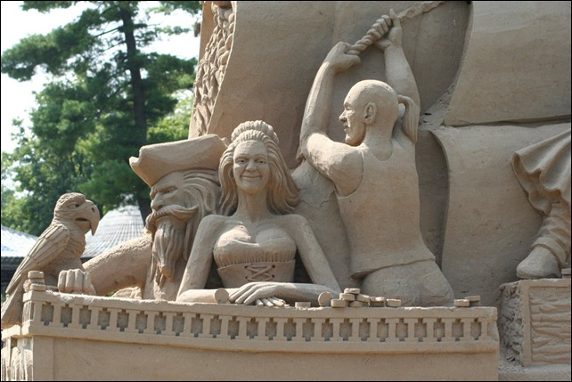 Giant_Sand_Sculptures_III_by_Dellessanna