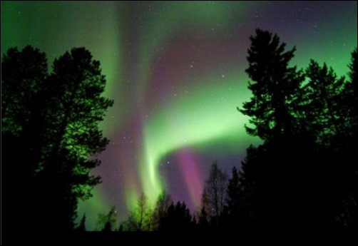 Aurora-Borealis-With-Green-And-Purple
